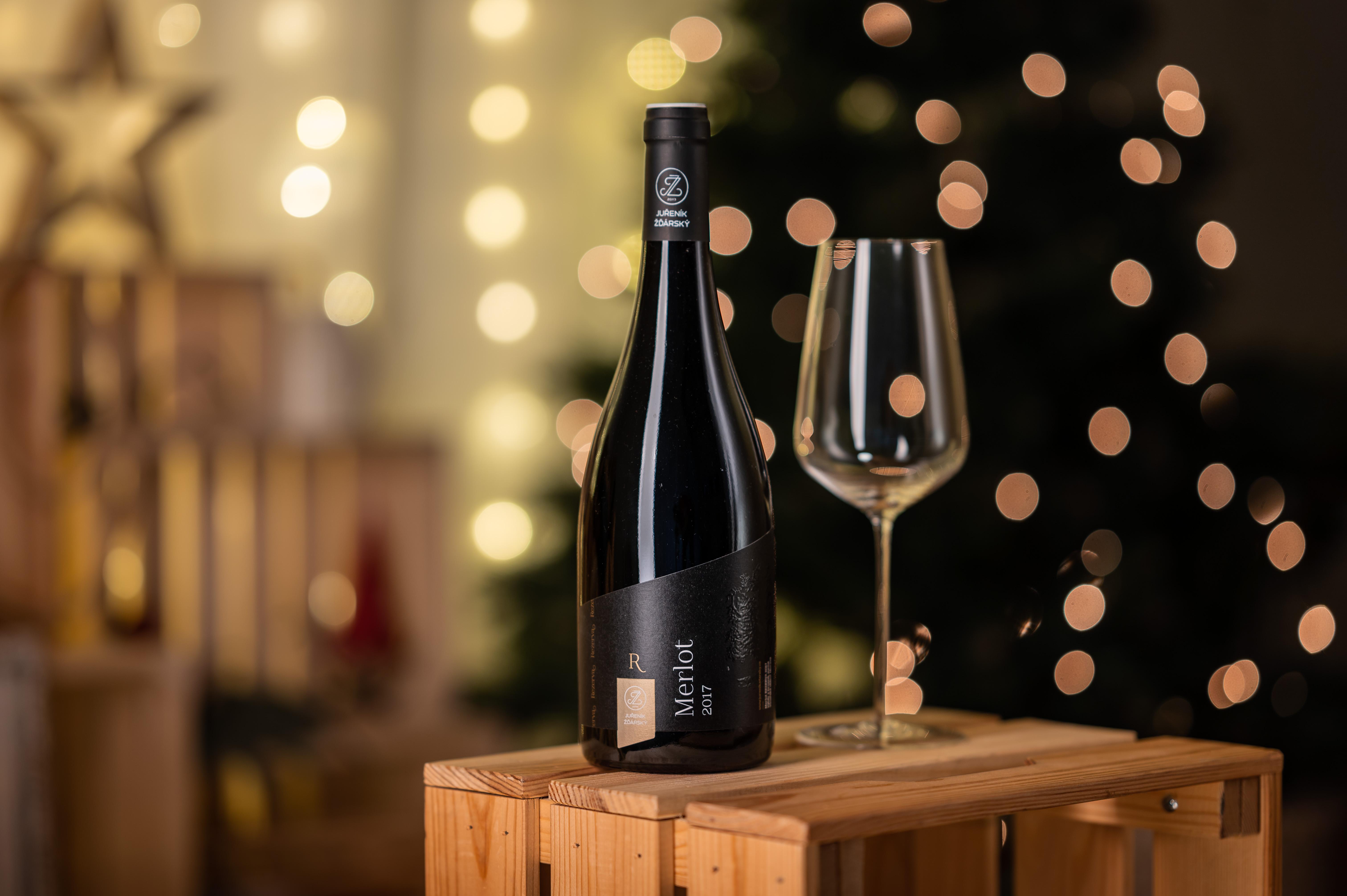 Vánoční vína 🎄 jak obdarovat ty, kdo mají rádi víno?